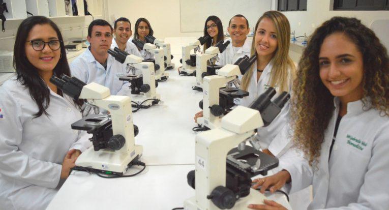Biomedicina - Aprovados em seleção, alunos vão atuar com pesquisa na Fiocruz